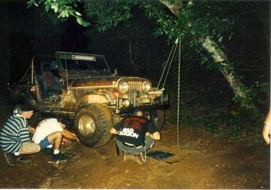 broken-jeep-being-fixed-on-the-trail-by-mre770.jpg