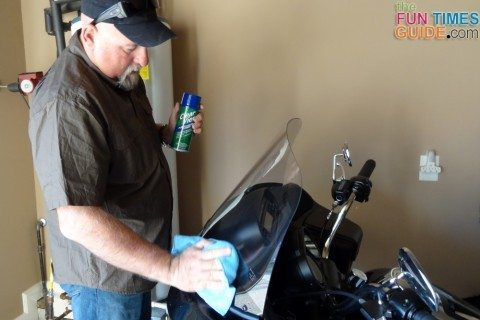 clear-view-cleaner-on-motorcycle