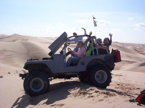 driving-on-sand-dunes