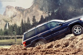 jeep-grand-cherokee-offroading-at-jeep-event.jpg