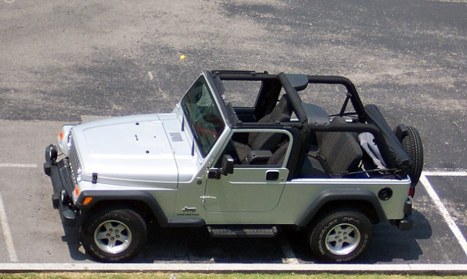Video: How To Take Off & Put On A Jeep Soft Top