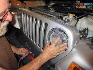 putting-new-xenon-headlight-in-jeep